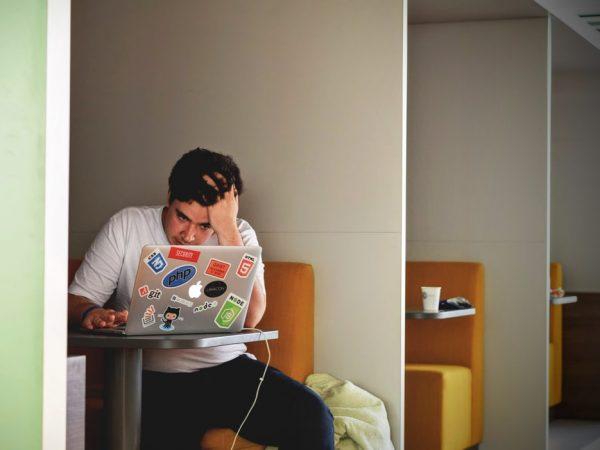 Job hopping: cambiare spesso lavoro, i pro e i contro