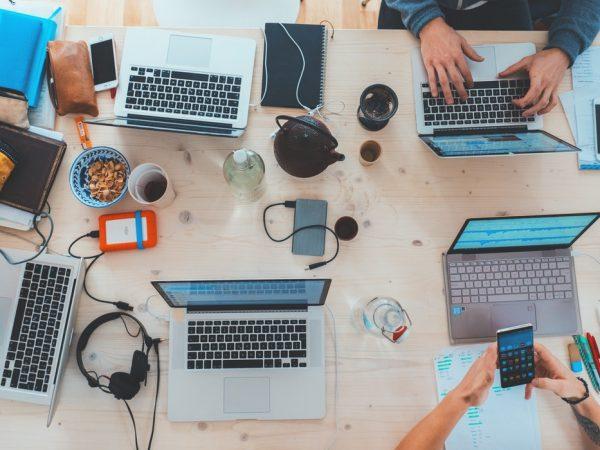 Smart working: vantaggi e svantaggi del lavorare da casa
